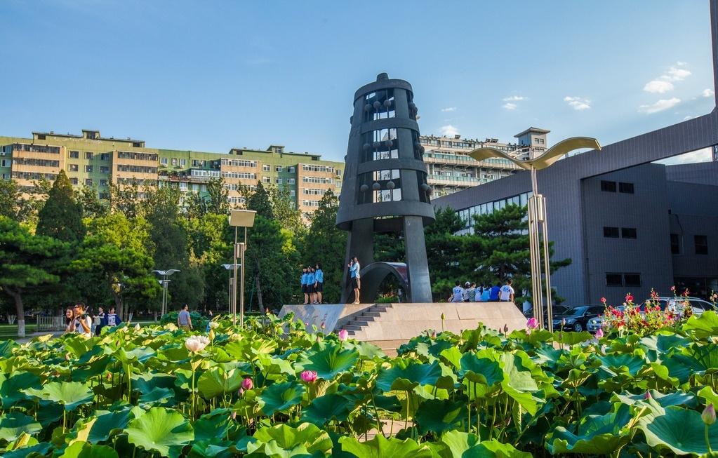 想问一下北京师范大学附近有没有可以拍摄婚纱摄影内景的地方 越近越
