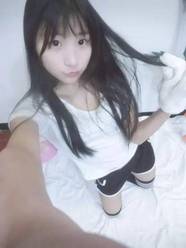 高中女主播生活照(23 /23张)
