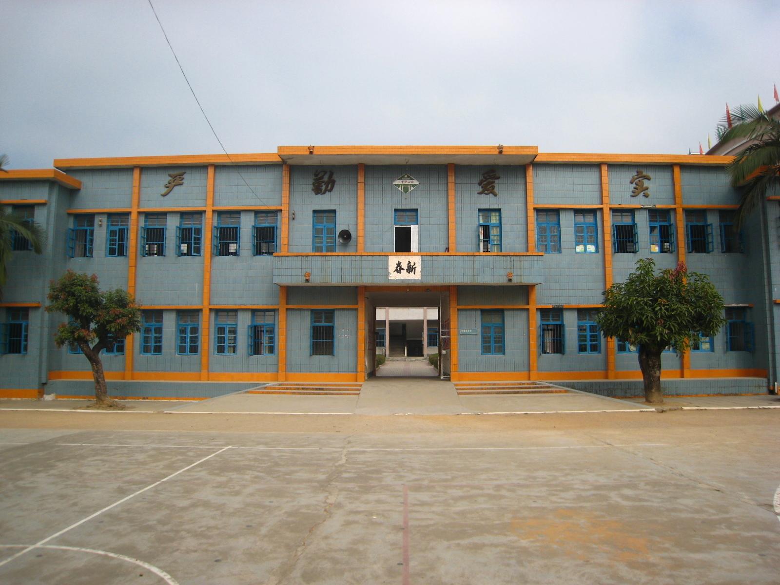 三甲镇,隶属于广东省阳春市,位于阳春市西南部,交通方便.