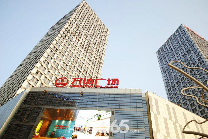南京万达广场内配置了3个总面积近5万平米的大型城市