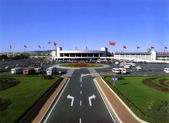 大连金州湾国际机场,采取离岸填海建造人工岛方式建设,工程总造价