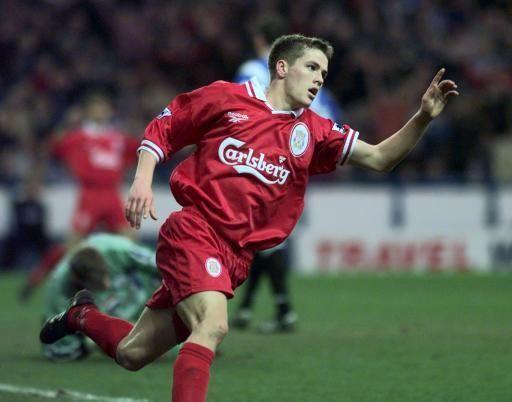 1998-1999赛季,欧文在40场比赛里取得23个进球,其中在30场英超联赛比赛中斩获18球。这进球数让欧文再次荣膺英超最佳射手称号(与吉米哈塞尔巴因克和德怀特约克并列)。在赛季结束后,欧文被BBC评选为年度体育风云人物。 2000-2001赛季,利物浦完成了五冠王(联赛杯、足总杯、欧洲联盟杯、社区盾杯和欧洲超级杯)的伟业,其中欧文功不可没。欧文在英超联赛的28场比赛中一共打进16球,11场联盟杯比赛打进4球,7场杯赛(联赛杯、足总杯)打进3球,6场超级杯比赛打进3球。同时在足总杯决赛中,欧文在最后1