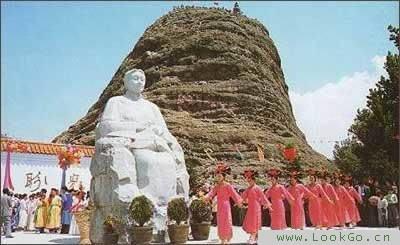 位于望儿山风景区中的全国第一家慈母馆也在这天向中外游客开放.