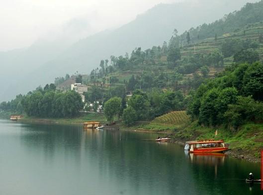 雷波马湖风景区,位于四川凉山彝族自治州雷波县境内,面积100平方公里.