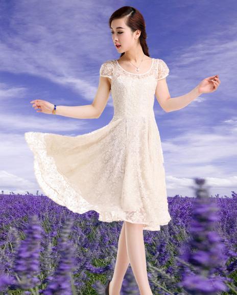 少女以选绣花,饰边,裙长不过膝为好,可体现出少女天真活泼可爱的特点.