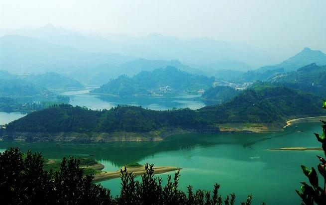 3年境内的栖凤湖被确定为湖南省风景名胜区,规划面积431平方公里,其中