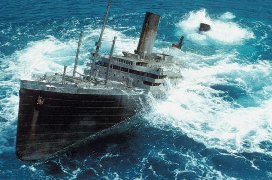 泰坦尼克号沉没图片