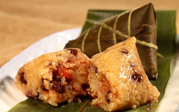 粽子的捆扎折叠 豆沙粽不宜捆得太紧防止米粒挤进