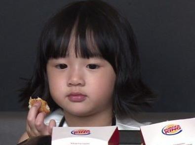 吴尊坦言女儿叫吴欣怡,但平常吴尊和妈妈还是会叫她neinei.