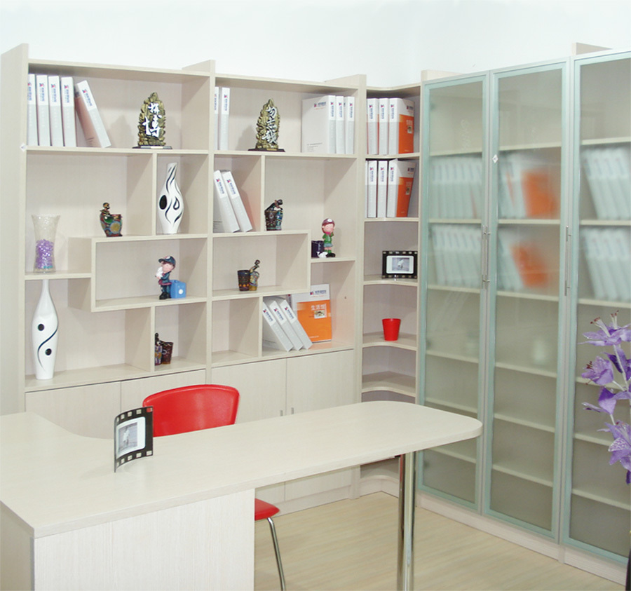壁柜柜体一般都有抽屉设计,为不影响使用,设计抽屉的位置时要注意:做