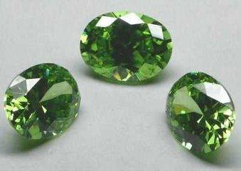 这种合成宝石的晶体结构